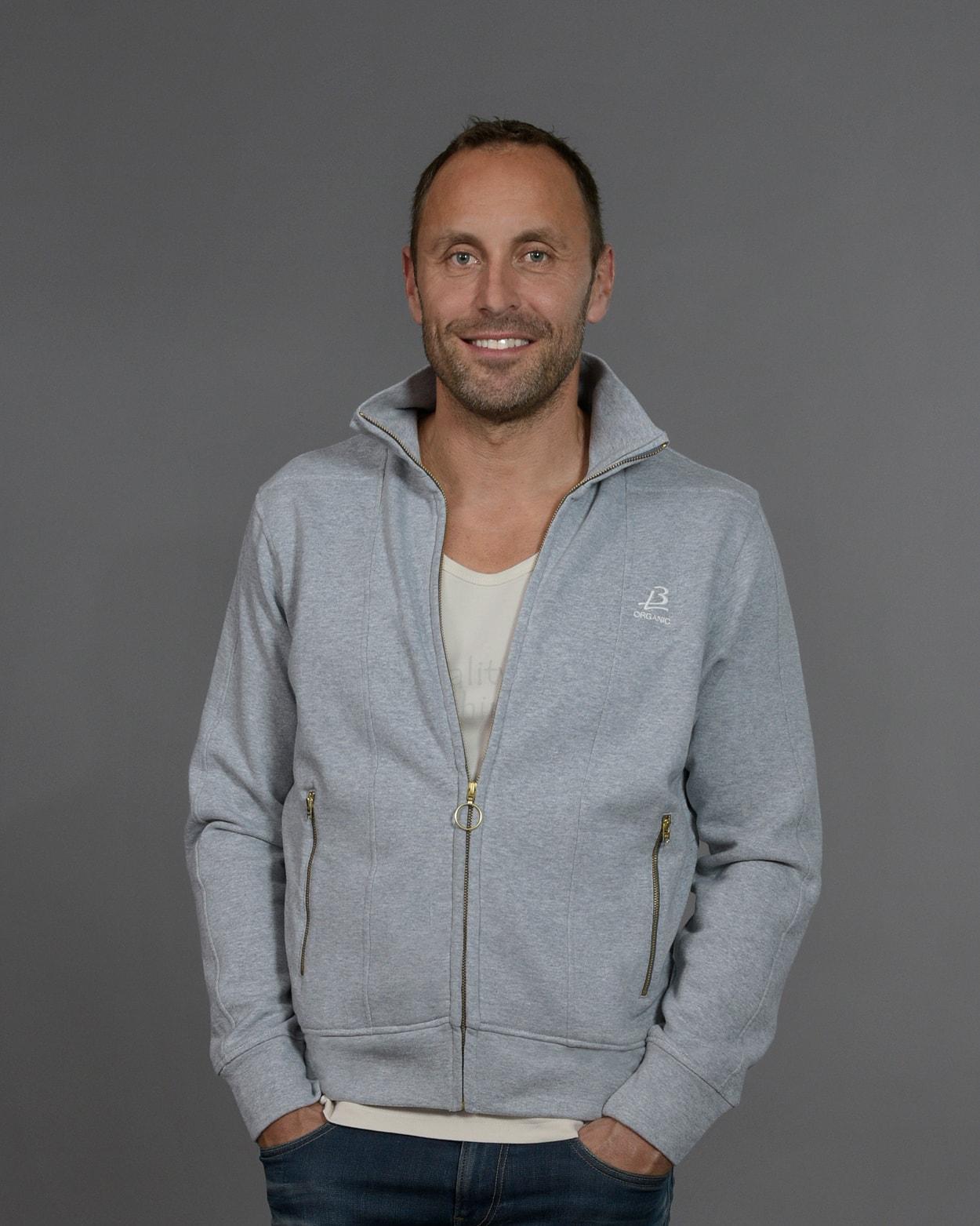 b-light-organic-clothes-jacket-ted-grey-mattias-sunneborn-1