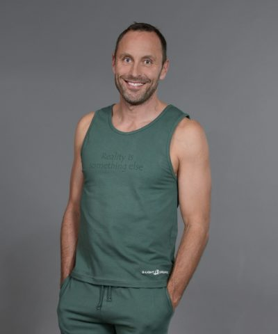 b-light-organic-clothes-tank-top-bo-green-mattias-sunneborn-2