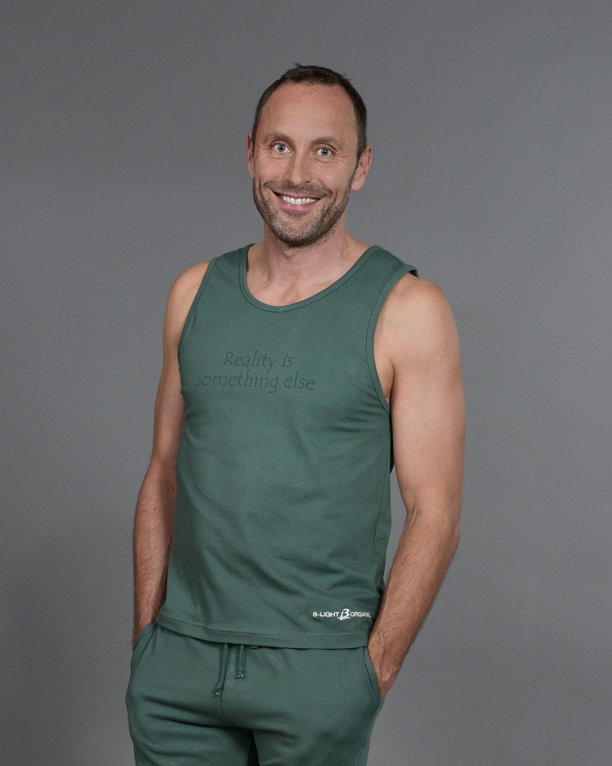 b-light-organic-clothes-tank-top-bo-green-mattias-sunneborn-2